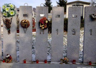 Szentistvánbaksa hősi emlékmű 2010.01.22. küldő-megtorló (1)
