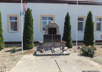 Szentpéterszeg hősi emlékmű 2018.05.28. küldő-Bóta Sándor (1)