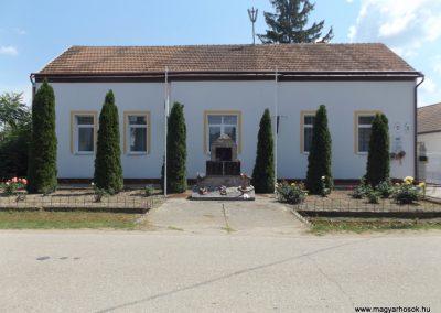 Szentpéterszeg hősi emlékmű 2018.05.28. küldő-Bóta Sándor (kalyhas)