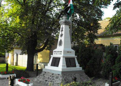 Szergény világháborús emlékmű 2010.08.08. küldő- -NEMES-