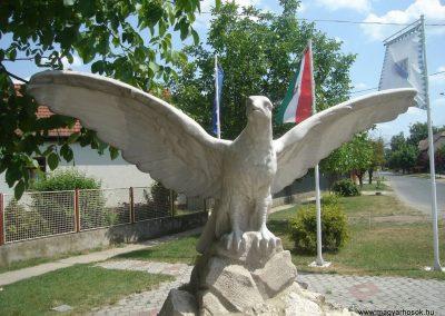 Szigetszentmárton Hősi emlékmű 2009.05.18.küldő-Huszár Peti (1)