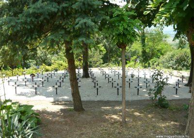 Szigliget világháborús emlékmű 2011.06.12. küldő-Ágca (6)