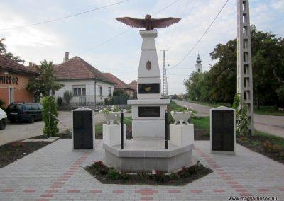 Szihalom új világháborús emlékmű 2015.09.14. küldő-kalyhas (1)