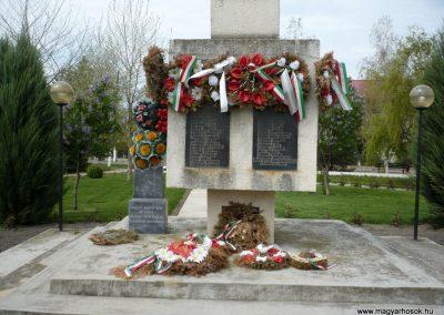 Szilágynagyfalu világháborús emlékmű 2014.04.18. küldő-Sümec (21)