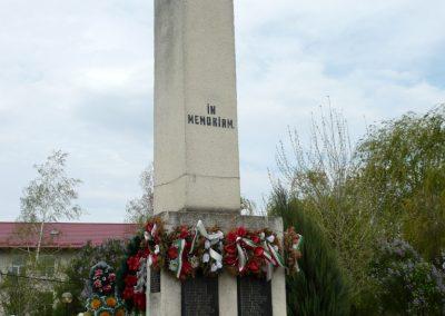 Szilágynagyfalu világháborús emlékmű 2014.04.18. küldő-Sümec (4)