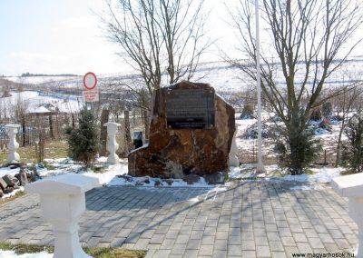 Szilaspogony hősi emlékmű 2010.03.08. küldő-kalyhas (1)
