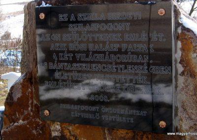 Szilaspogony hősi emlékmű 2010.03.08. küldő-kalyhas (3)