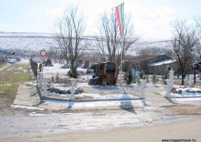 Szilaspogony hősi emlékmű 2010.03.08. küldő-kalyhas (4)