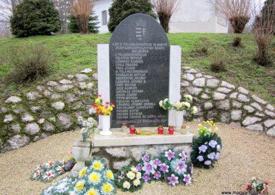Szilvásszentmárton világháborús emlékmű 2013.03.31. küldő-kalyhas (4)