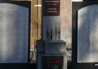 Szimő világháborús emlékmű 2010.02.27. küldő-Felvidéki betyár (1)