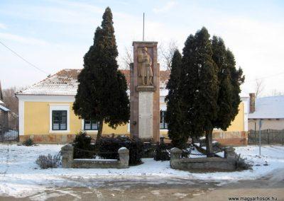 Szirák világháborús emlékmű 2010.01.26. küldő-kalyhas (1)
