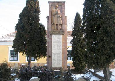 Szirák világháborús emlékmű 2010.01.26. küldő-kalyhas (2)