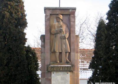 Szirák világháborús emlékmű 2010.01.26. küldő-kalyhas (3)