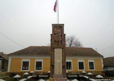 Szirák világháborús emlékmű - felújítás után 2017.01.15. küldő-Mónika 39 (4)