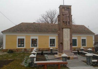 Szirák világháborús emlékmű - felújítás után 2017.01.15. küldő-Mónika 39