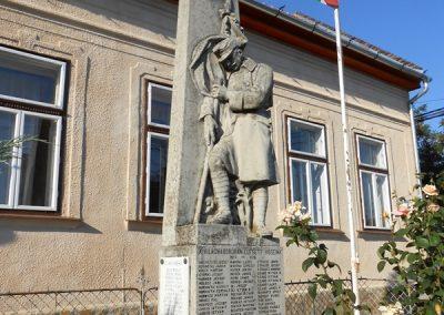 Szokolya világháborús emlékmű 2013.07.28. küldő-Turul 68 (1)