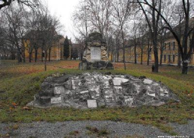 Szombathelyi huszárlaktanya I.vh emlékmű 2009.12.03. küldő-Gyurkusz (3)