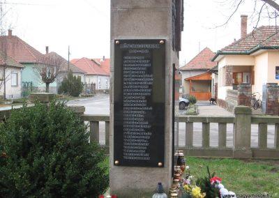 Szomolya világháborús emlékmű átalakítás után 2009.12.03. küldő - kalyhas (4)