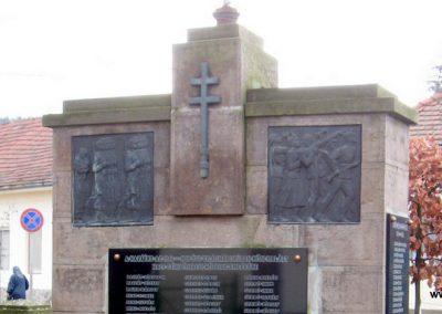 Szomolya világháborús emlékmű átalakítás után 2009.12.03. küldő - kalyhas (7)
