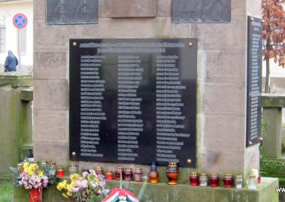 Szomolya világháborús emlékmű átalakítás után 2009.12.03. küldő - kalyhas (8)