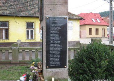 Szomolya világháborús emlékmű átalakítás után 2009.12.03. küldő - kalyhas (9)