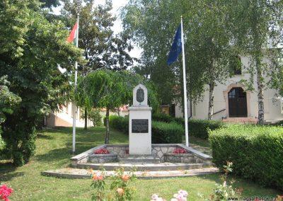 Szomor II.vh emlékmű 2008.07.02. küldő-Kályhás