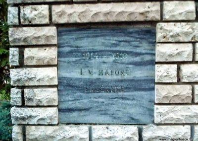 Táp, I. világháborús emléktáblaaz emlékmű oldalán