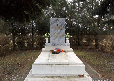 Tápióság II. világháborús emlékmű 2015.01.17. küldő-kalyhas (1)