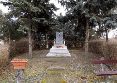 Tápióság II. világháborús emlékmű 2015.01.17. küldő-kalyhas