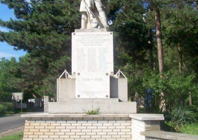 Tápiószecső világháborús emlékmű 2010.06.17. küldő-Horváth Zsolt