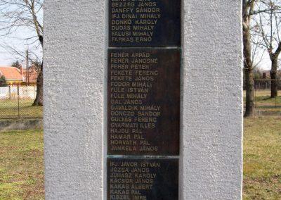 Tápiószele Hősi emlékmű 2011.03.11. küldő-kalyhas (10)