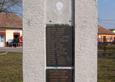Tápiószele Hősi emlékmű 2011.03.11. küldő-kalyhas (11)