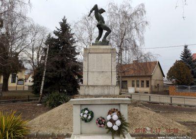Tápiószentmárton világháborús emlékmű 2015.01.17. küldő-kalyhas (10)
