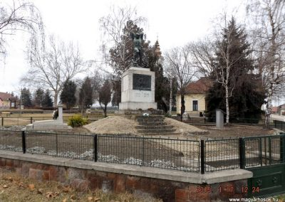 Tápiószentmárton világháborús emlékmű 2015.01.17. küldő-kalyhas (14)