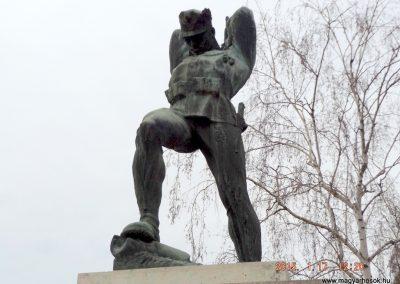 Tápiószentmárton világháborús emlékmű 2015.01.17. küldő-kalyhas (3)