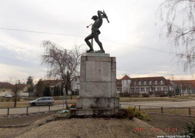Tápiószentmárton világháborús emlékmű 2015.01.17. küldő-kalyhas (5)