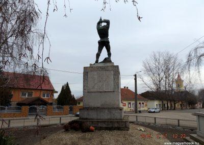 Tápiószentmárton világháborús emlékmű 2015.01.17. küldő-kalyhas (8)