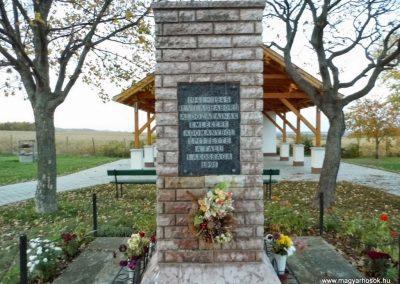 Tápszentmiklós, II. világháborús emlékmű