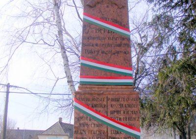 Tárkány világháborús emlékmű 2013.03.04. küldő-Méri (1)