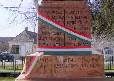 Tárkány világháborús emlékmű 2013.03.04. küldő-Méri (15)