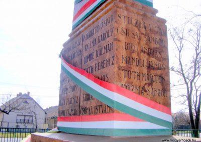 Tárkány világháborús emlékmű 2013.03.04. küldő-Méri (22)