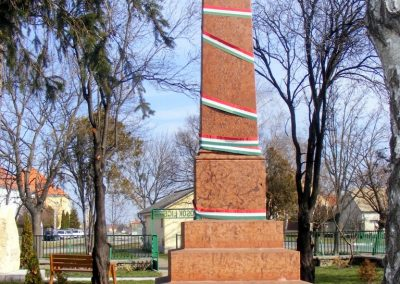 Tárkány világháborús emlékmű 2013.03.04. küldő-Méri (23)