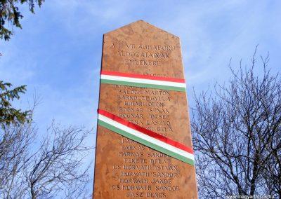 Tárkány világháborús emlékmű 2013.03.04. küldő-Méri (25)