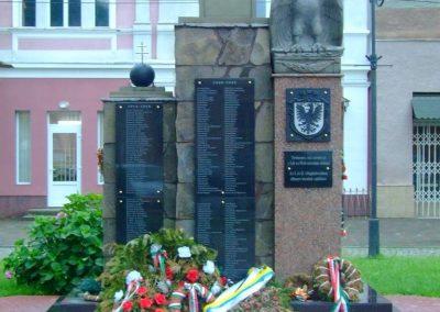 Técső világháborús emlékmű 2010.07.14. küldő-Horváth Zsolt Sajnos a II.vh-s áldozatok nevét csak cirill betűkkel írták ki,pedig 90%-uk magyar... (1)