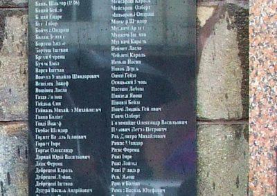 Técső világháborús emlékmű 2010.07.14. küldő-Horváth Zsolt Sajnos a II.vh-s áldozatok nevét csak cirill betűkkel írták ki,pedig 90%-uk magyar... (6)