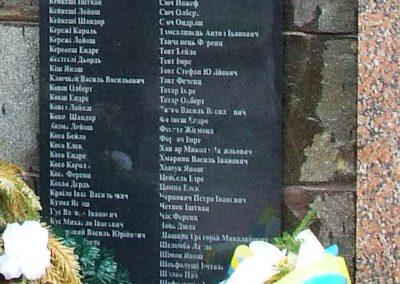 Técső világháborús emlékmű 2010.07.14. küldő-Horváth Zsolt Sajnos a II.vh-s áldozatok nevét csak cirill betűkkel írták ki,pedig 90%-uk magyar... (7)