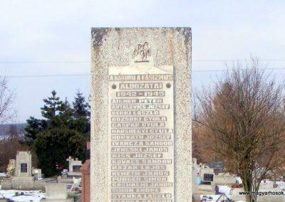 Tés II. világháborús emlékmű 2013.04.02. küldő-Méri (1)