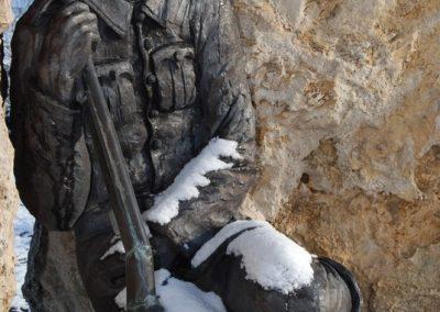 Tóalmás világháborús emlékmű 2008.12.21.küldő-arpisz (1)