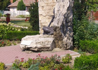 Tóalmás világháborús emlékmű 2014.09.18. küldő-Sümegi Csaba (5)