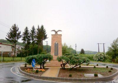 Tófej világháborús emlékmű 2012.05.07. küldő-Ágca